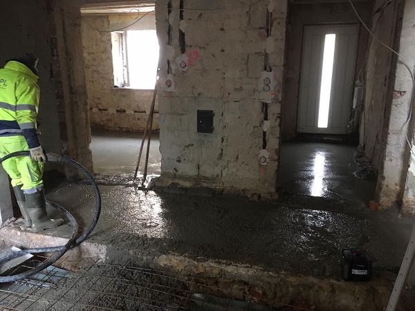 Abrütteln des eingelassenen Betons