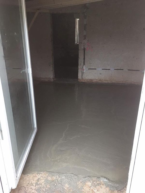 Geglättete Oberfläche des eingelassenen Betons