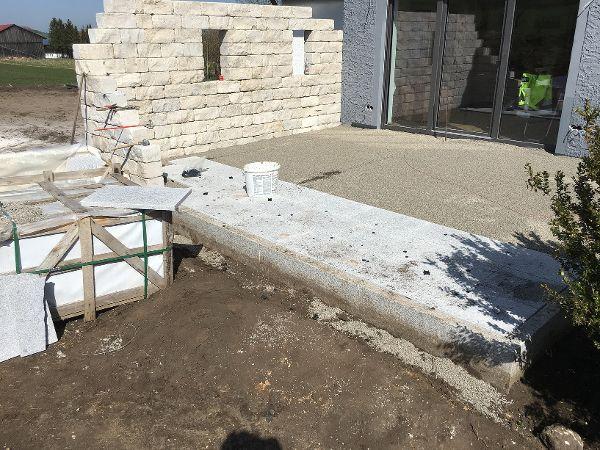 Belegen der Terrasse mit Granitplatten