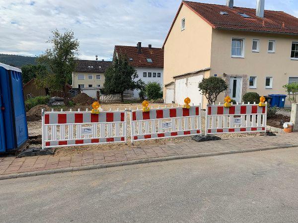 Absperrung der Zufahrt während der Bauphase
