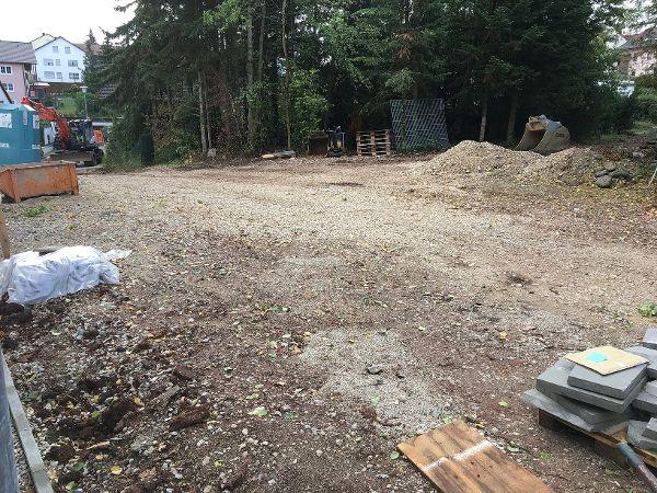 Aushub der Pflasterfläche und Herstellung eines tragfähigen Untergrunde