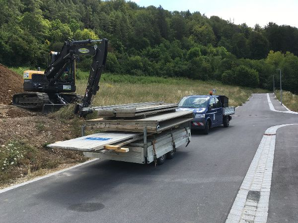 Anlieferung des Rohrgrabenverbaus