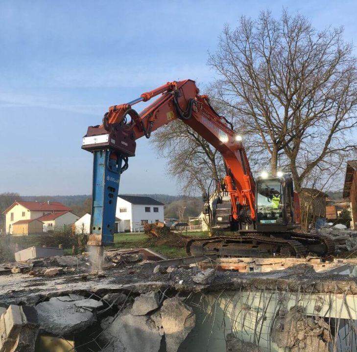 Kellerabbruch und Auffüllung einer Baugrube