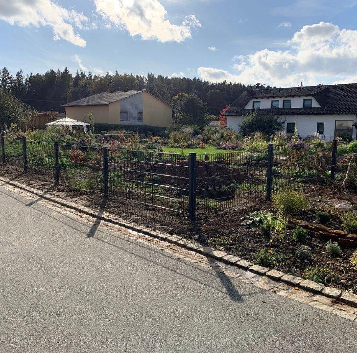 Einfriedung einer Gartenanlage