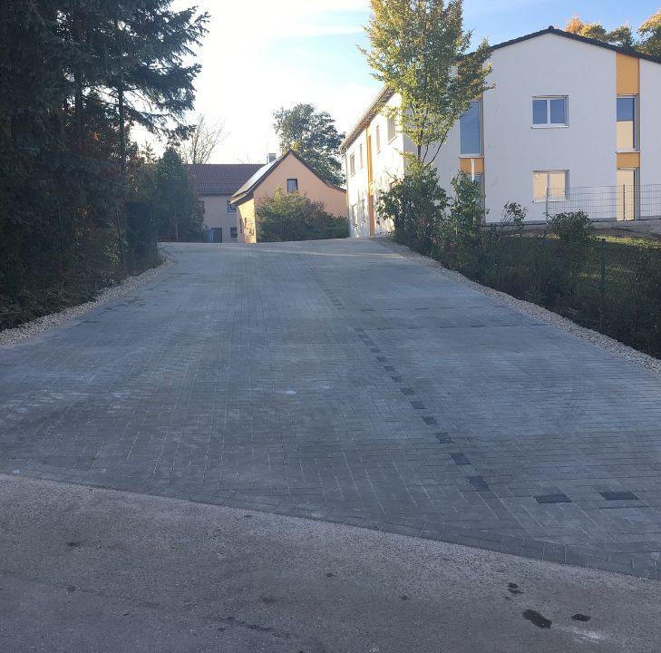 Parkplatz für ein Mehrfamilienhaus